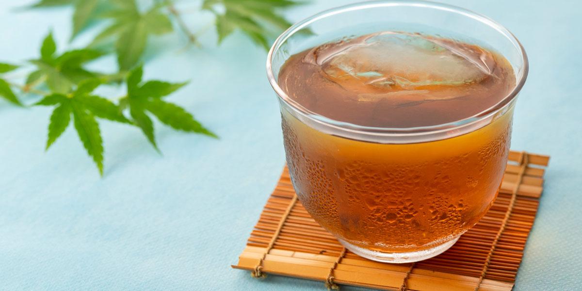 麦茶に塩や砂糖を入れると熱中症対策になる理由