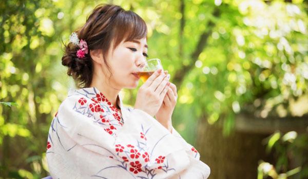 麦茶を飲むと熱中症対策や夏バテ防止の効果がある
