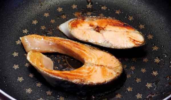 魚料理のときフライパンにくっつかない方法