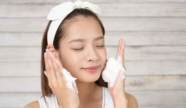 石鹸で洗顔する正しい4つのやり方