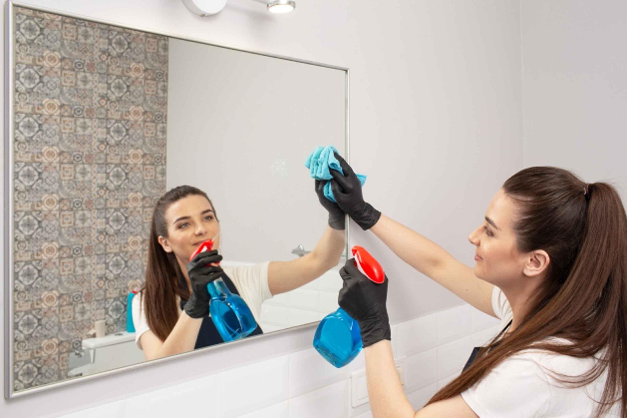 鏡の拭き跡をキレイにする方法を徹底解説!